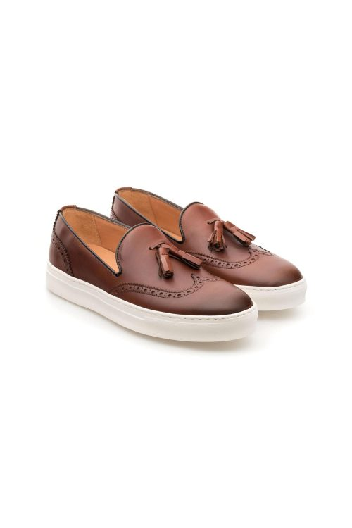 Mocassino uomo slip on in pelle marrone con nappine